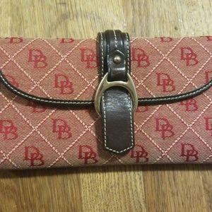 Dooney & Bourke  classic design checkbook wallet